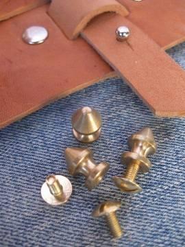 Knopfniete kegelförmig 8x12 mm vollmessing mit Schraube - Produktbild