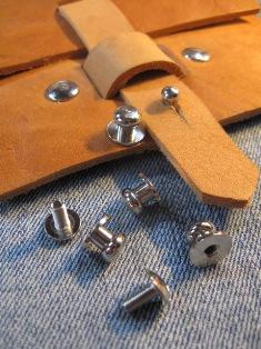 Knopfniete 7x7 mm silber mit Schraube