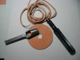 Riemenschneider Kunststoff / Lace Maker - Bild vergrößern